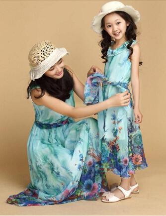 Nuevo 2016 Madre e hija vestido que empareja la ropa con el cinturón de largo Maxi Summer Vacation Dresses vestido de la playa de la familia gasa niñas vestido de las mujeres