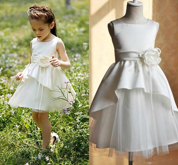 Robe courte de fille de fleur à la main de fleurs de satin tulle cou carrée une ligne jolies filles robes de soirée d'anniversaire taille personnalisée