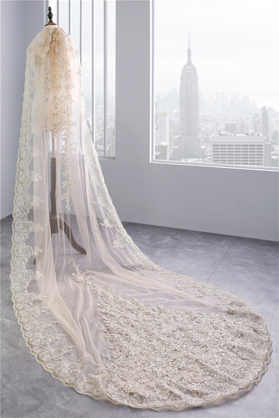 2018 luxury of shiny New Year wedding veil with crystal applique beads church wedding veil of high quality wedding veil