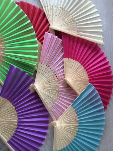 Wholesale- 100Pcs Free Shipping Mix Color Silk Folding Hand Fan Favors Personalized Wedding Souvenirs Abanicos Para Boda+Organza Bag