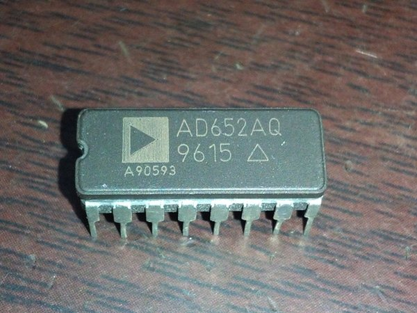 AD652AQ , AD652 . CDIP16 , VOLTAGE-FREQUENCY CONVERTER,dual in-line 16 pin dip ceramic package . Electronic Components integrated circuit IC