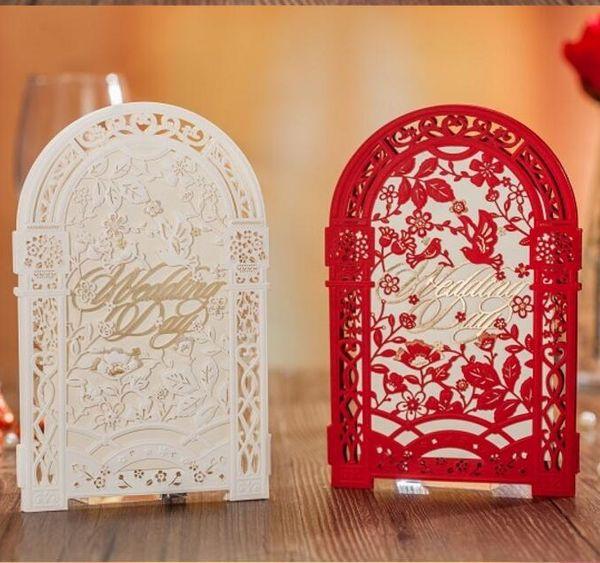 Zarif 3 Katlanmış Hollow Düğün Davetiyeleri Beyaz Kırmızı Düğün Aksesuarları Ücretsiz Nakliye Için Zarf Ile 50 Parça Lot