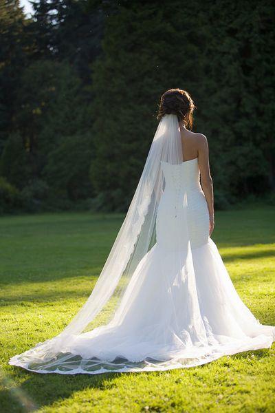 2016 New Top Quality Best Sale Cheap Romantic Chapel White Ivory Lace Applique veil Veil Mantilla Veil Bridal Head Pieces