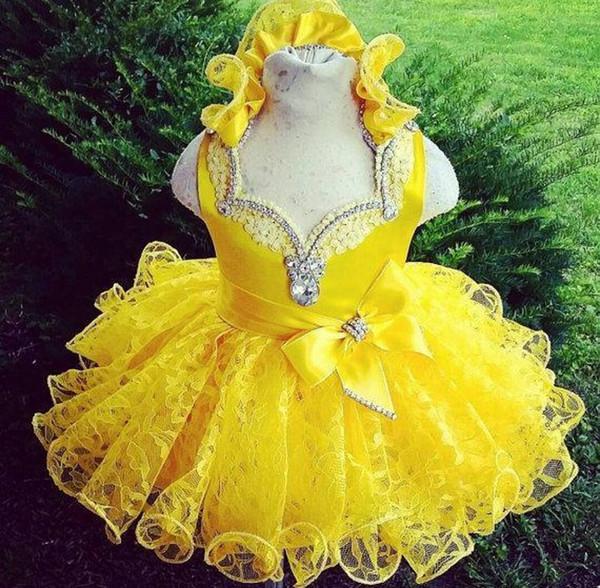 Shinning Yellow Girls Vestidos del desfile 2017 Rhinestones Ruffles Lace Baby Cupcake Mini vestidos de bola Vestidos de comunión personalizados para niños