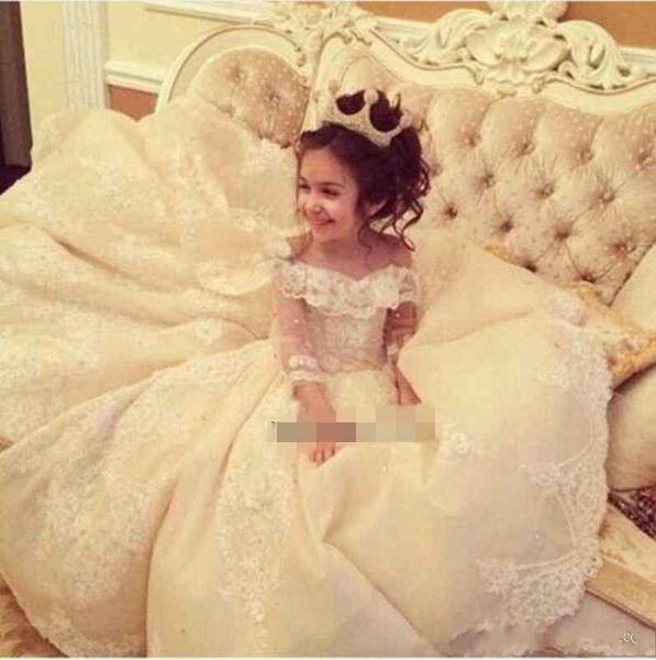 2018 Luxus Mädchen Festzug Kleider aus der Schulter Lace Long Sleeves Tiered Röcke Blumenmädchenkleider Erstkommunion Kleider