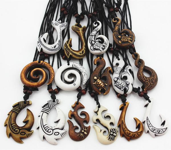Großhandelslos 15pcs mischte hawaiischen Schmucknachahmung Knochen geschnitzt NZ Maori Fisch-Haken-Anhänger-Halsketten-Halsband-Amulett-Geschenk MN542
