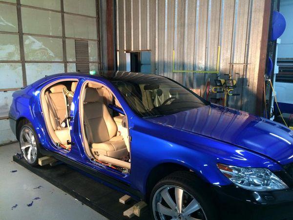 Enveloppe de voiture de Wrap de vinyle bleu métallique brillant avec la bulle d'air Libérez le lustre métallique Bleu foncé Film entier d'enveloppe de véhicule Taille: 1.52 * 20M / Roll