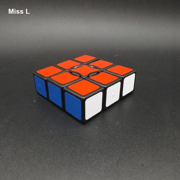 1x3x3 Magic Cube Black Trick Jouet Jeux Mécaniques Convient aux Jeunes et aux Vieux Cerveau Teaser IQ Jeu Jouet Prop