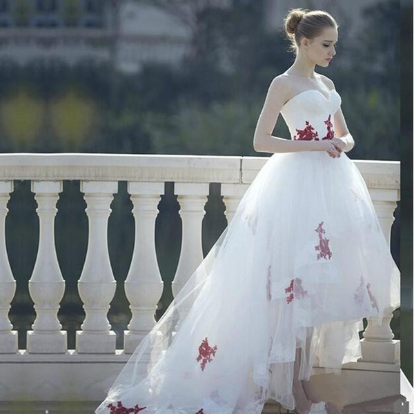 Castle White and Red Appliques Princess Wedding Dresses Short Front Long Back A-Line Garden Style Modern Hi-Lo Bridal Gowns Tulle Fashion