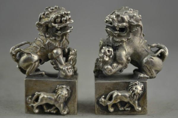 Une paire de porcelaine à collectionner décorer le travail manuel vieille miao sculpture sur argent kylin statue