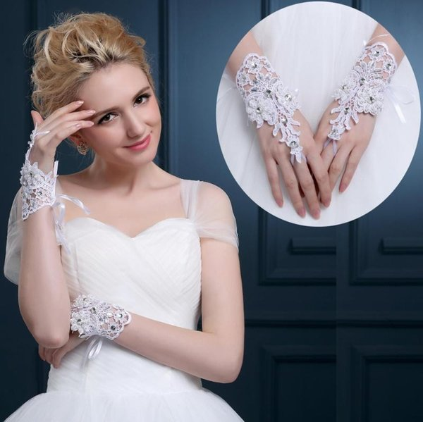 Free Shipping White Lace Rhinestone Bridal Gloves Below Elbow Length Wrist Length Gloves Short Bridal Wedding Gloves CPA1077
