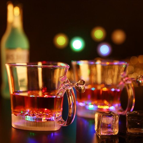 Flash Mug a forma di cuore di plastica LED Light Up Cup Eco Friendly Colorful Lovers Cups per Bar Party 5 5jc R