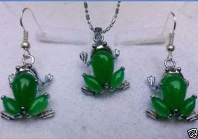 Beautiful lovely green jade frog pendant necklace earrings sets