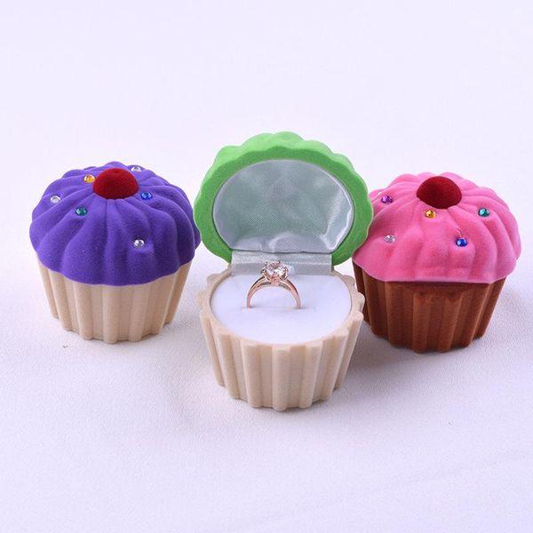 Lovely Mini Cupcake Cake Shape Pendiente Anillo de Almacenamiento Caja de Joyas de Regalo de Navidad Cajas de Almacenamiento Para Mujeres Niñas 3 Colores