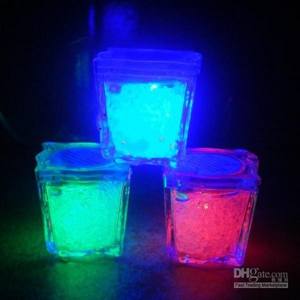 High Quality 3.5CM Press control Ice Cube Flash LED Light For Party Wedding Bars Christmas Decoration