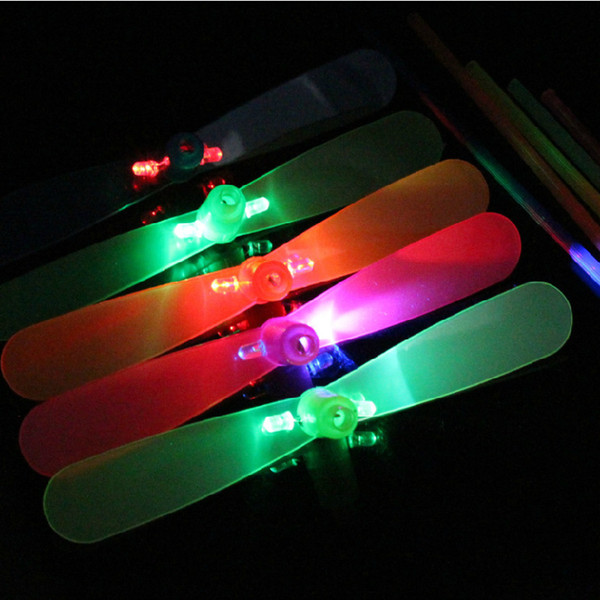 The new flash toy luminous bamboo dragonfly hand rubbing luminous bamboo dragonfly stall selling children's toys wholesale