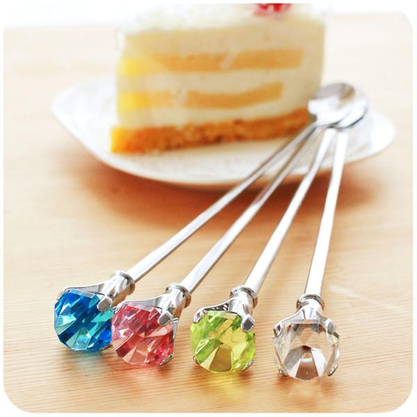 Venta al por mayor creativa gota de cristal de acero inoxidable cuchara de diamante 2446 mango largo cuchara de postre de café vajilla 22.2 * 2 cm