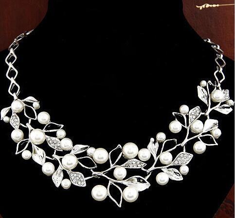 Boutique Fashion White Pearl Necklace For Women Gold/Silver Plated Short Necklace Lady Leaves Alloy Rhinestone Charm Necklaces