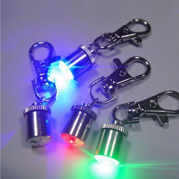 1 Pc Mignon Porte-clés Style Sécurité Clignotant LED Lumière Pet Chien Collar Lampe de signalisation Pendentif Charmes Animaux Accessoires