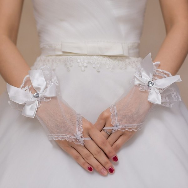 2017 Luxury New Arrival Ivory Bow Tulle Wedding Accessories Appliques Crystal One Size Fingerless Wedding Gloves Bridal Gloves