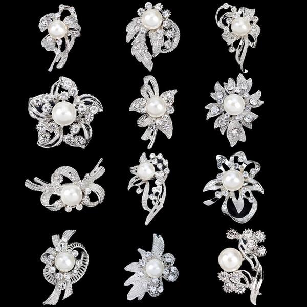 30% Rabatt auf Silber Ton kleine Gold Broschen klar Strass Blume Pin Perle Großhandel Schmuck Hochzeit Braut Accessoires Mix 12 Desgins DHL