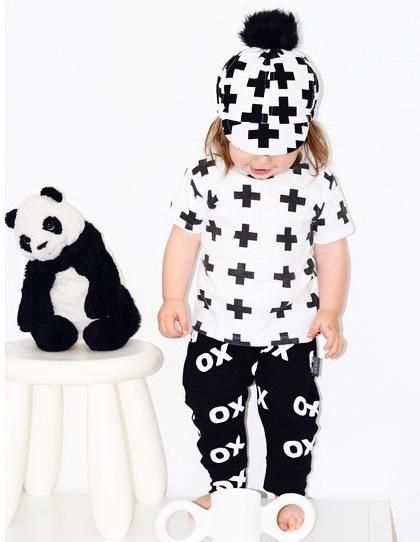 Ins Yaz Bebek Yürüyor Pamuk Kısa Kollu Giyim Setleri Çocuk Kid Siyah Beyaz gömlek Pantolon Kıyafetler Kız Erkek Tees Pantolon Suits Tops