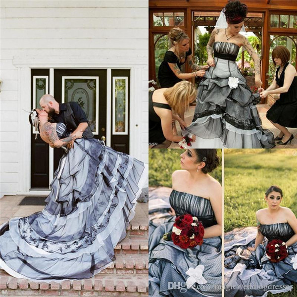 2016 Black And White Lace Gothic A Line Wedding Dresses Plus Size Strapless Tiers Court Train Corset Back Contry Style Bridal Wedding Gowns