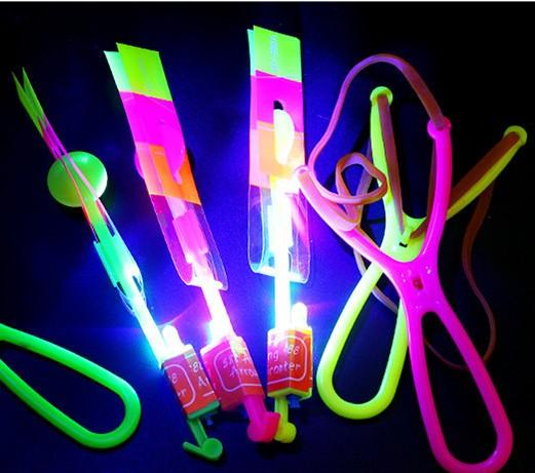 LED Flieger Flyer LED Fliegen Amazing Arrow Helicopter Flying Umbrella Kinderspielzeug Amazing Shot Light-Up Parachute Gifts