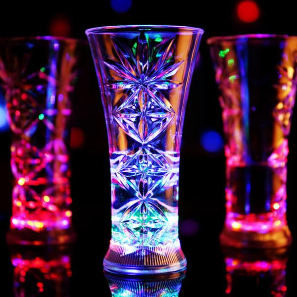 2017 Colorido Led Copa Vaso de Vaso intermitente Led Plástico Luminoso Taza de Neón Fiesta de Cumpleaños Bar Nocturno Bebidas de La Boda taza flash de vino OTH406
