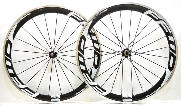 Envío gratis 700C 50mm de profundidad 23 mm de ancho superficie de freno de aleación de ruedas de carbono clincher road bicycle wheelset con Novatec 271/372 cubos