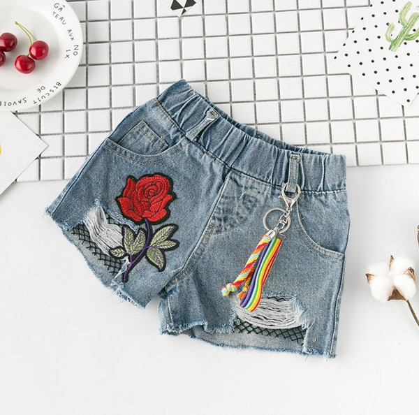 New Summer Enfant Filles Denim Shorts Bébé Enfants Enfants Rose Fleur Broderie Trou Conception Jeans Shorts 3041