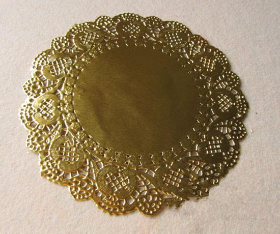 Al por mayor- 6,5 pulgadas de oro redondo de encaje de papel tapetes ahuecados Doyley Mat Craft Scrapbooking boda decoración Vintage Placemat