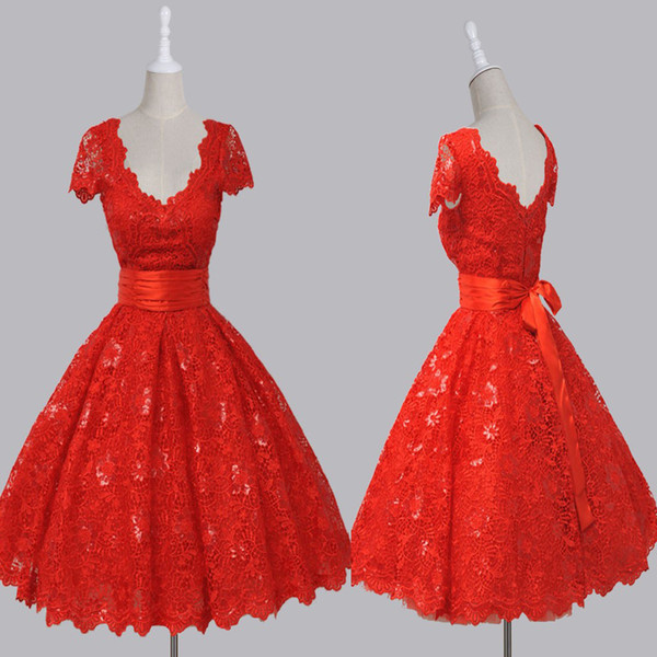 Vintage V-neck Cap Sleeves Knee-Length Backless Red Lace Homecoming Dress with Sequins Short Sleeves Mini Prom Dress vestido de festa longo