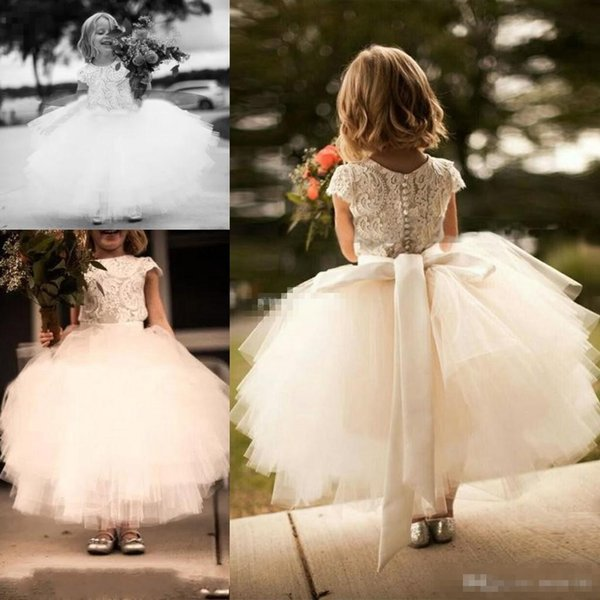 Vintage 2019 Wedding White Lace e Tulle Flower Girl Dress Manica corta Sash Layed Tutu Gonna bambini Comunione Abiti formali Custom Made