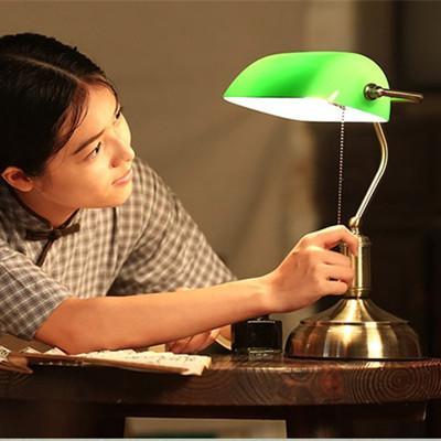 Escritório antigo lâmpada de mesa luz de trabalho tradicional bronzeado E27 LED candeeiros de mesa de leitura luz de vidro verde Tarefa Desk Lamp latão iluminação quarto