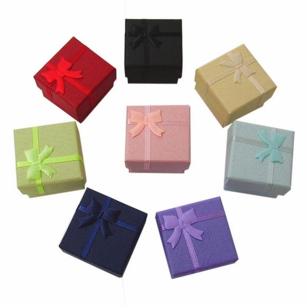 Boîte à bijoux en gros 4 * 4 * 3 cm, multi couleur Fashion Rings Box, boucles d'oreilles / pendentif boîte affichage emballage cadeau boîte 48 pcs / lot
