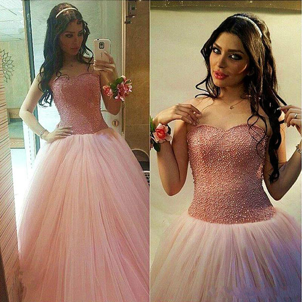 Abito di sfera romantico Tulle rosa Abiti Quinceanera Handmade che borda il corsetto Sweetheart Prom Gown 2017 Plus Size Abiti occasioni speciali