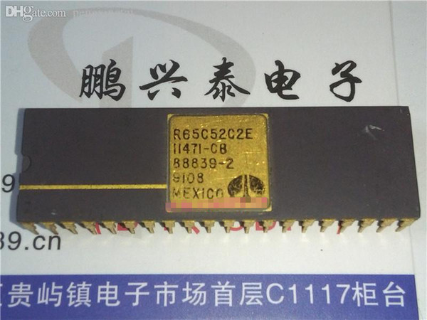 R65C52C2E . vintage Interface chips collection , Gold dual in-line 40 pin dip ceramic package . SERIAL COMM CONTROLLER, CDIP40 / IC