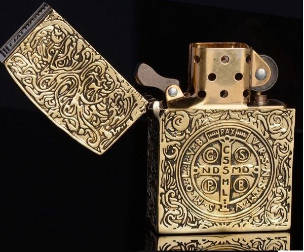 Al por mayor-Marca al por mayor tallada a mano 58 * 39 * 18MM seis lado antiguo Vintage oro Constantine encendedor armadura edición ZPO