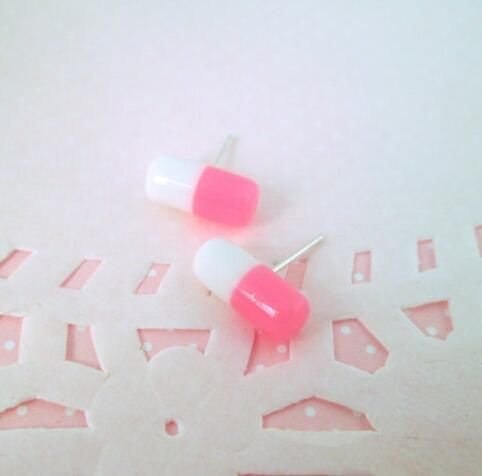 100pcs Pas Cher Demi Foré 6 * 12 MM Double Couleurs Minuscule Faux Pilules Capsules En Plastique Résine Perles Cabochons Ovale Résine Spacer Perles Boucle D'oreille
