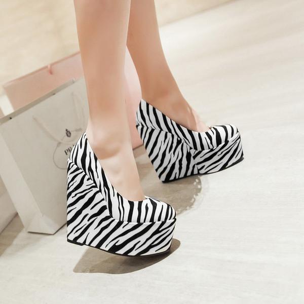 zebra çizgili ayakkabı