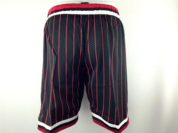 Shorts de listra vermelha preta