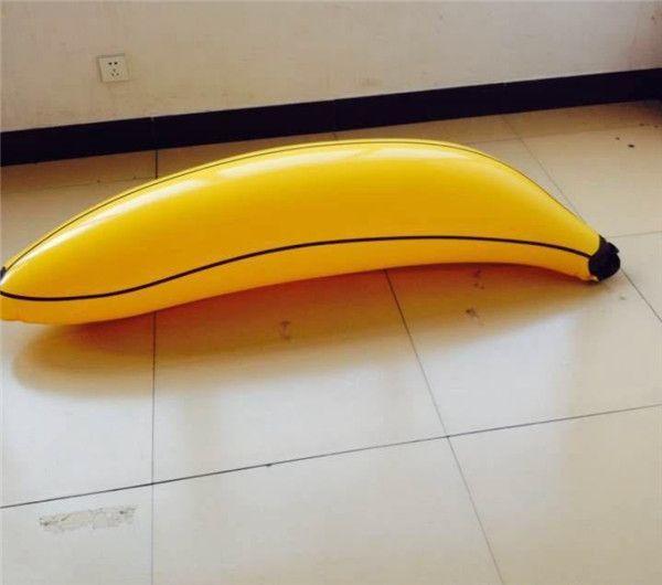 С бананом у бассейна онлайн