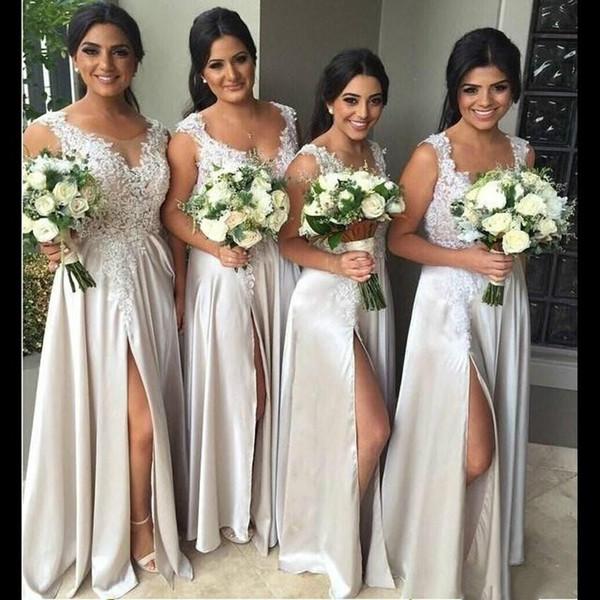 Günstige Lange Brautjungfer Kleider Illusion Sheer Neck Silk Satin Front Split Formale Abendkleider Blumenspitze Junior Honor Of Dress Für Hochzeit