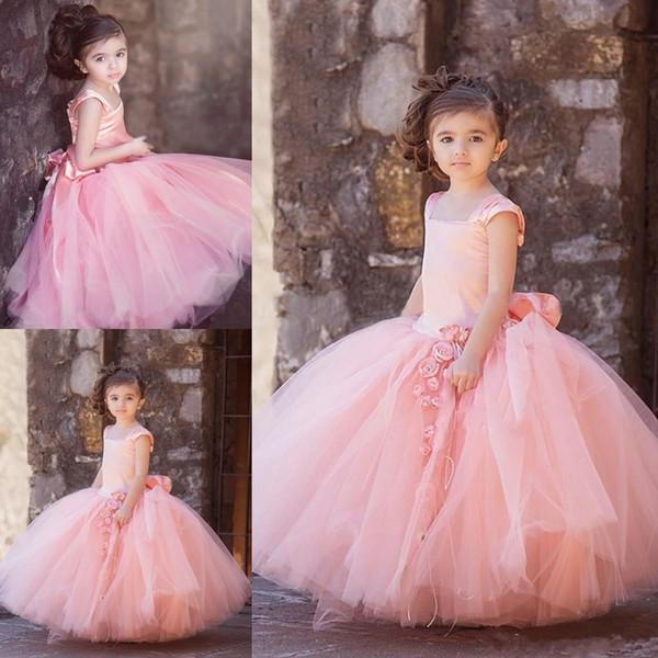 Lovely Pink Ball Gown Flower Girl Dresses 2017 Nuove maniche Cap Gonne gonne Sash Back Long Kids Abiti da cerimonia formale Abiti Vestito da spettacolo
