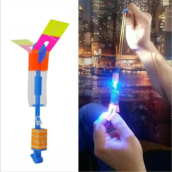 Incredibile LED Luce Freccia Razzo Elicottero Rotante Giocattoli volanti Divertimento per bambini Giocattolo esterno lampeggiante Volare Freccia