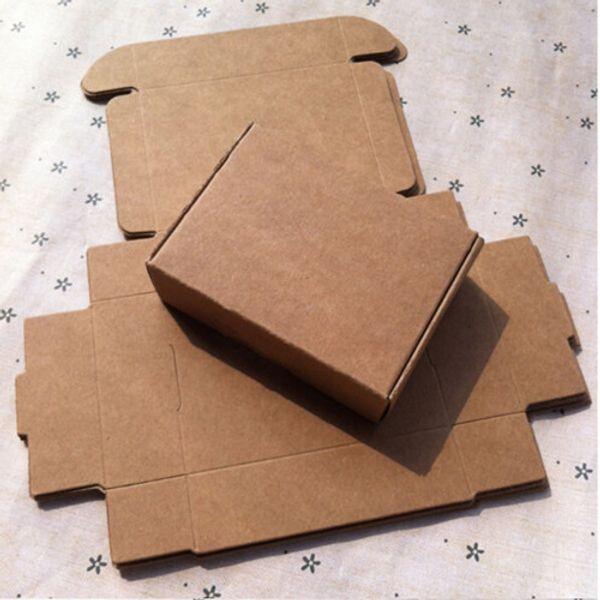 Wholesale-Wholesale 4 * 4 * 2cm 50Pcs / Lot piccolo regalo del partito Kraft pacchetto di carta per il compleanno anniversario di matrimonio sapone mini scatole di cartone