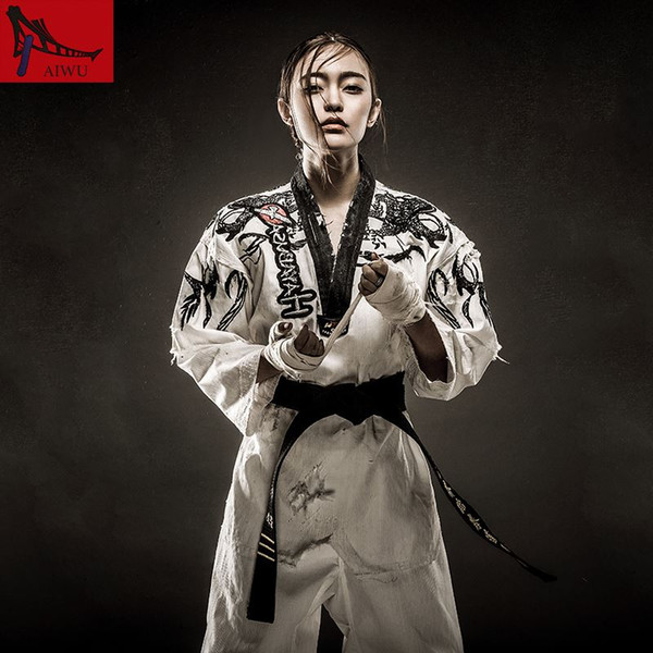 best selling New arrival Lucamino high quality WTF embroidery taekwondo uniforms Xianglong doboks long sleeved clothing adult high-end Taekwondo clothes