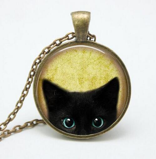 Vintage Black Cat Glass Pendant Necklace Personality Jewelry Art Pendnat Art Picture Necklace for Women Designer Gift 25mm Sweater Chain