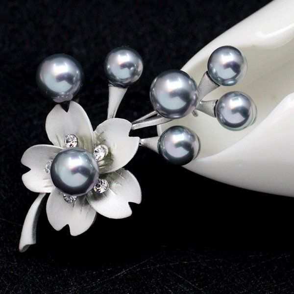 Novo Designer Do Vintage Cinza Shell Broche de Pérolas para As Mulheres Vestidos Pinos De Cristal Flores Broches Buquê Festa De Casamento Jóias